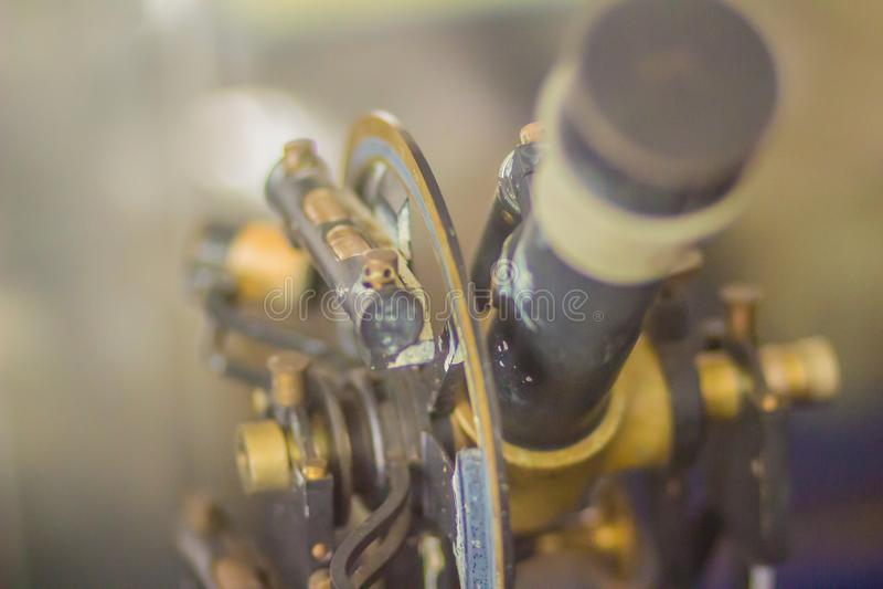 Alter Erforschungstheodolit der Weinlese, ein Feinmeßgerät für m stockfotografie