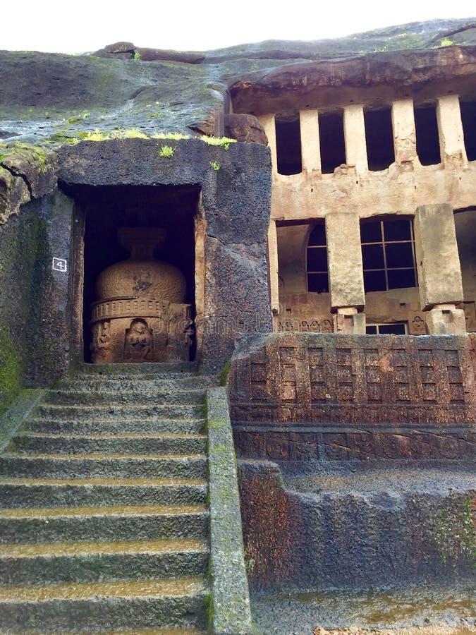 Alter Felsen geschnittene buddhistische Regelungshöhlen lizenzfreie stockfotos