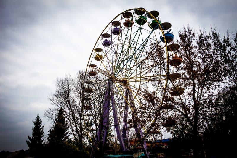 Alter Ferris Wheel in dendro Park, Kropyvnytskyi, Ukraine lizenzfreie stockfotos