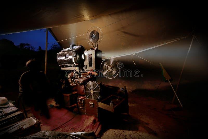 Alter Filmprojektor der Weinlese mit Spulen lizenzfreies stockbild