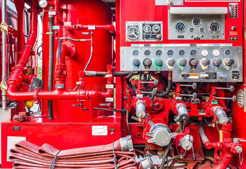 Alter Firetruck am Erscheinen stockbilder