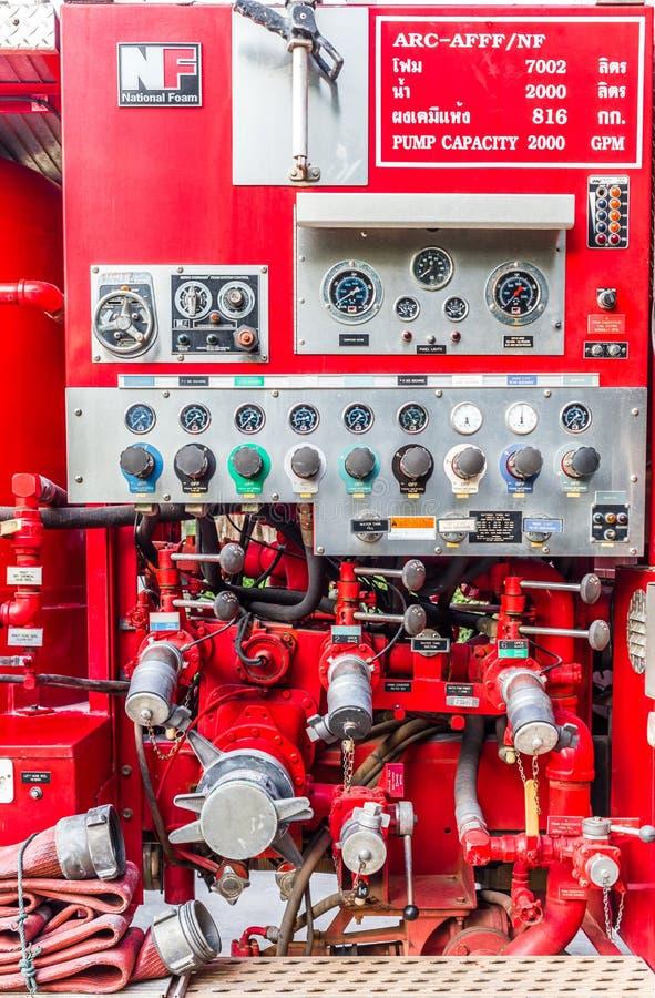Alter Firetruck am Erscheinen stockbild