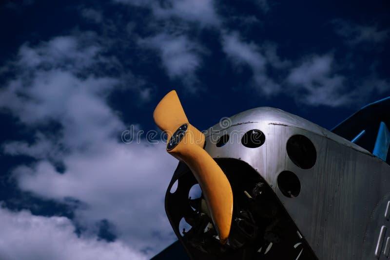 Alter Flugzeugpropeller lizenzfreie stockfotos