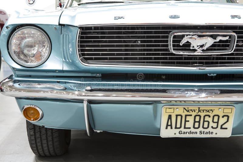 Alter Ford Mustang auf statischer Anzeige an der internationalen Messe in Posen stockbild