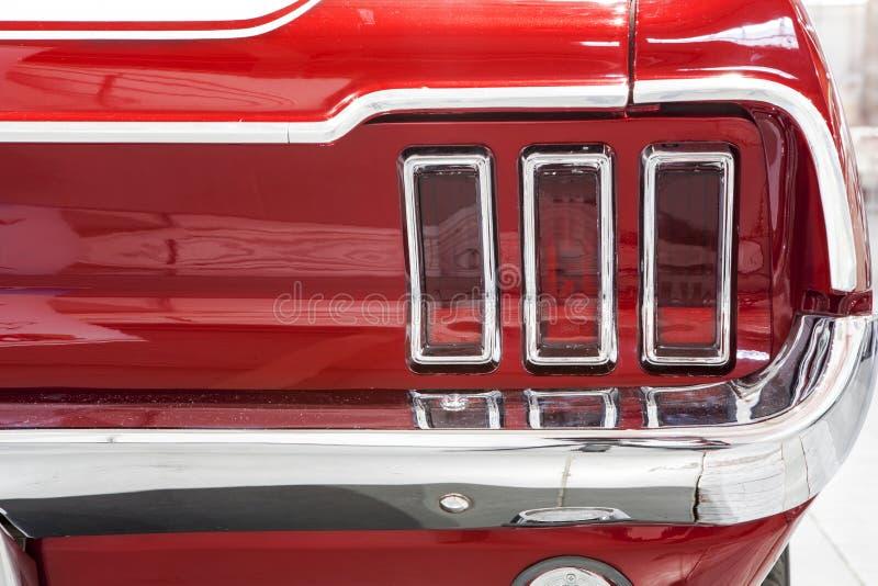 Alter Ford Mustang auf statischer Anzeige an der internationalen Messe in Posen stockfotos