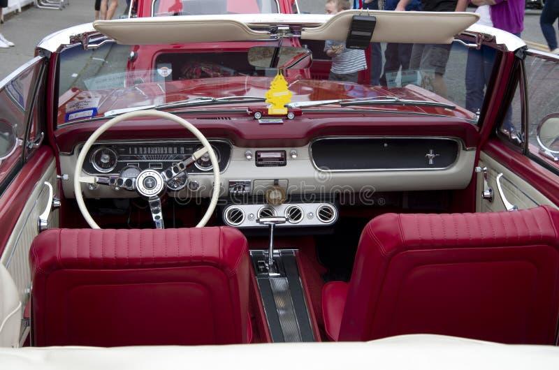 Alter Ford Mustang Interiors lizenzfreie stockfotografie