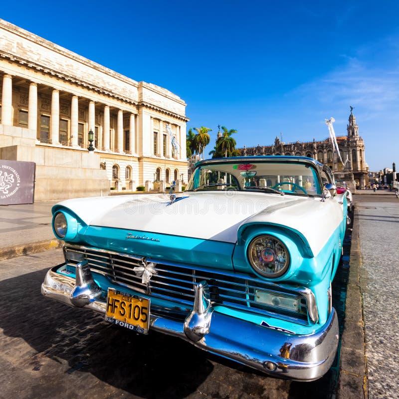 Download Alter Ford Nahe Dem Kapitol In Kuba Redaktionelles Stockbild - Bild von havana, grenzstein: 26361944