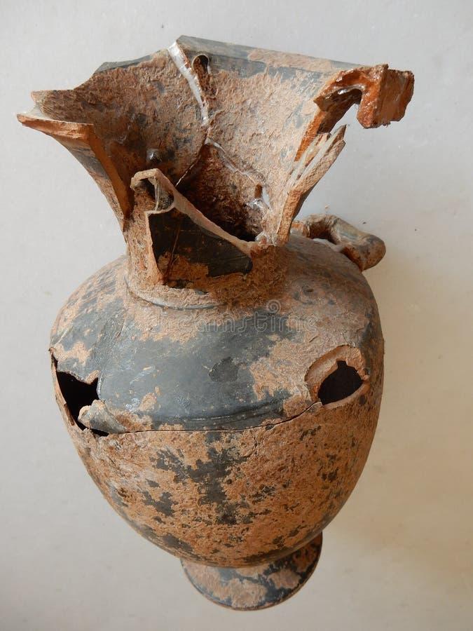 Alter gebrochener Amphora stockbilder