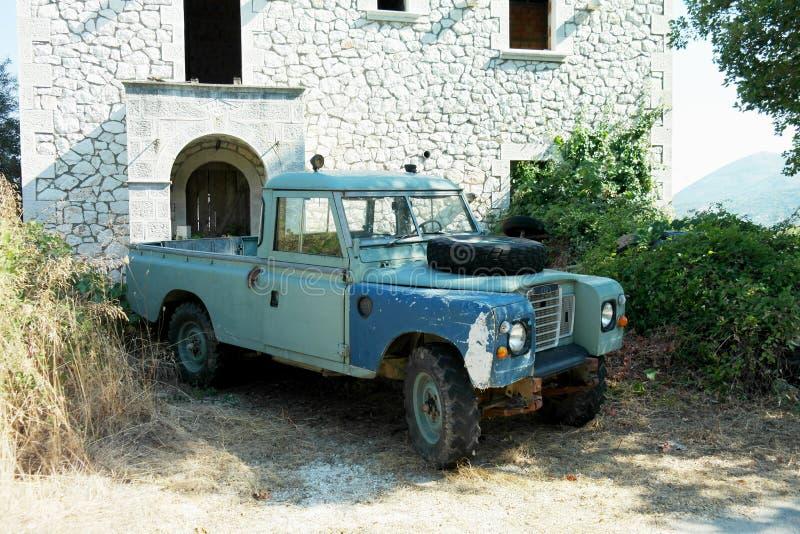 Alter Geländewagen Verteidiger verlassenes Griechenland stockbilder