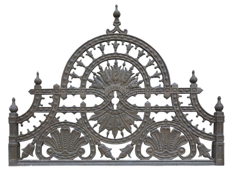 Alter geschmiedeter metallischer dekorativer Gitterzaun lokalisiert über Weiß lizenzfreie stockfotos