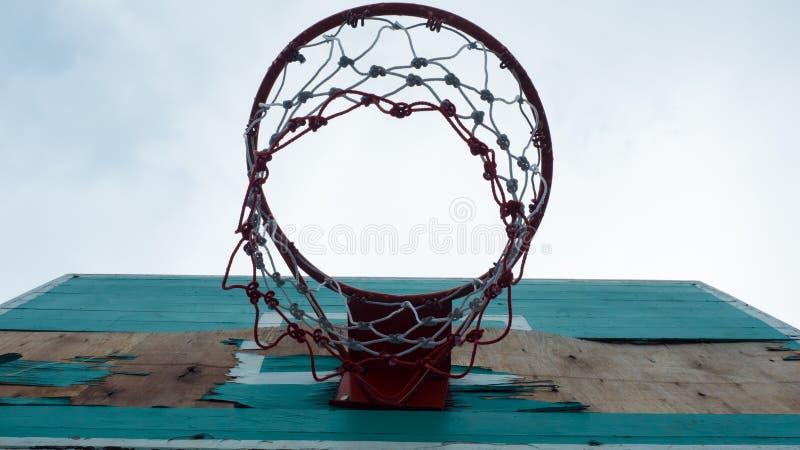 Alter grüner Basketballkorb lizenzfreie stockfotografie