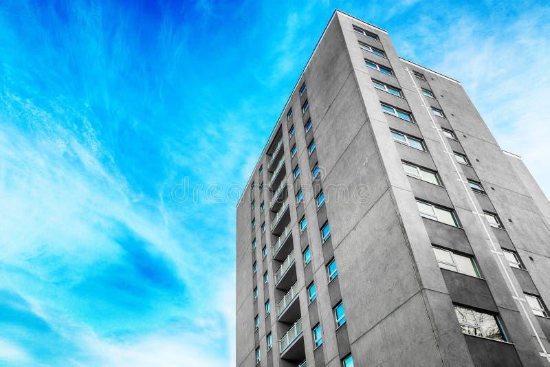 Alter grauer Turmblock lizenzfreie stockfotografie