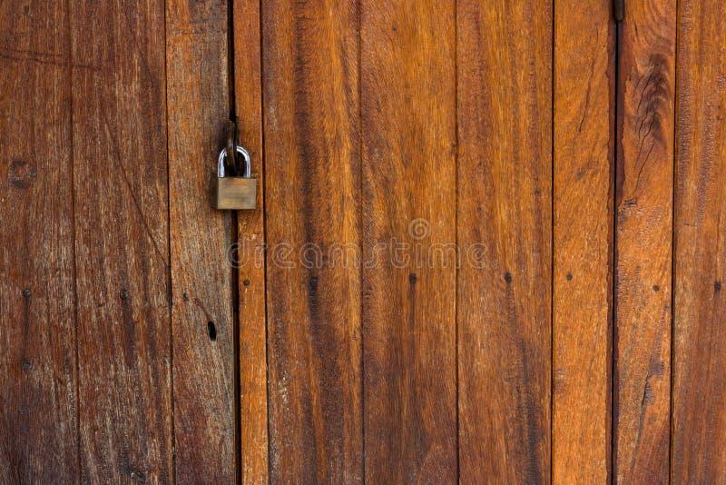 Alter hölzerner Tür- und Schlüsselverschluß stockbild