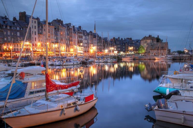 Alter Hafen in Honfleur, Frankreich stockbilder