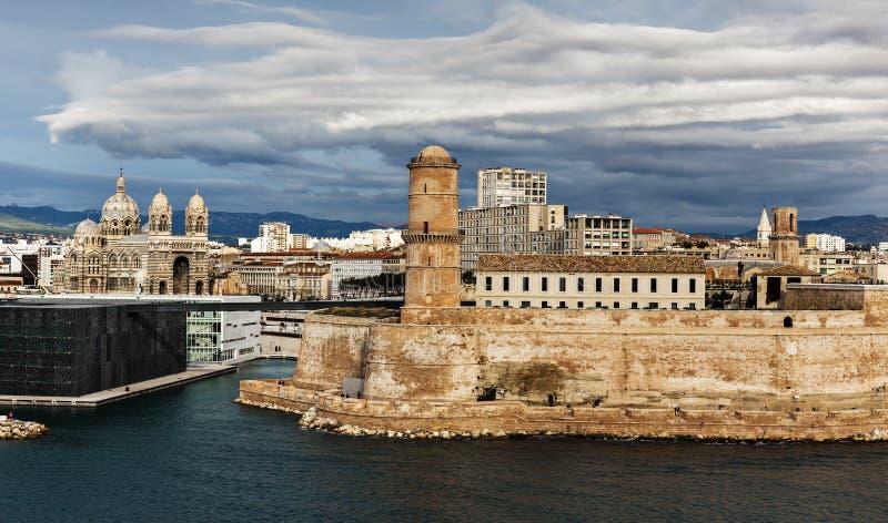 Alter Hafen und Fort-Heiliges Jean in Marseille, Frankreich stockfoto