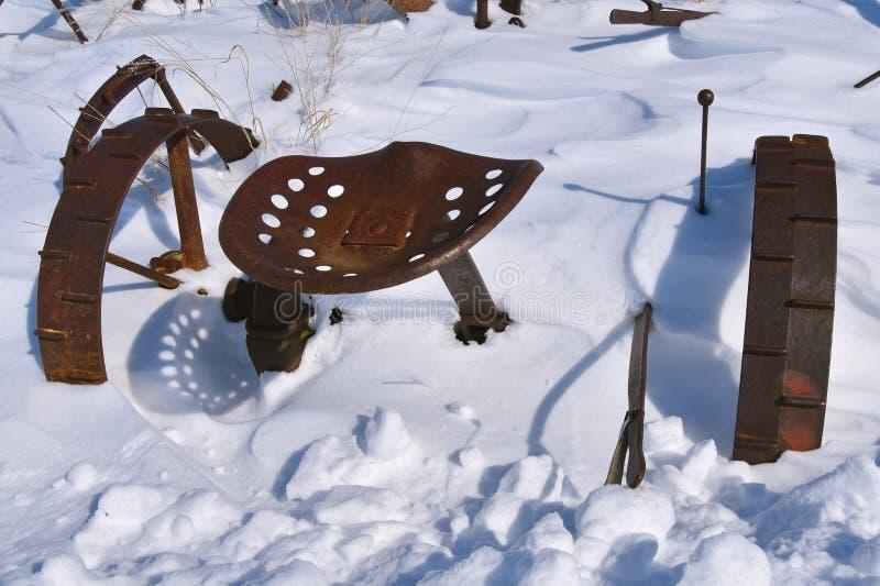 Alter Heumäher begraben im Schnee lizenzfreie stockbilder