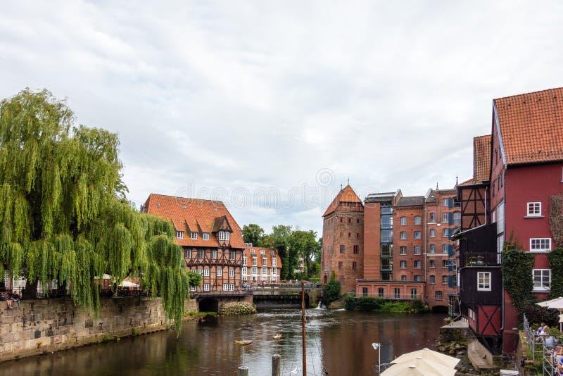 Alter historischer Hafen von Luneburg mit Fachwerkhäusern ein Fluss Schleswig-Holstein Deutschland stockbilder