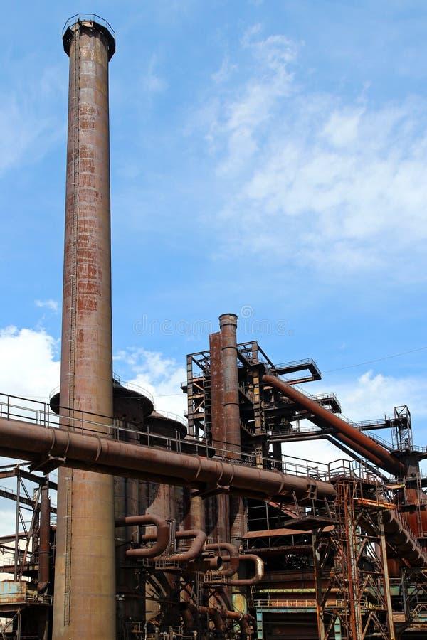 Alter Hochofen der Stahlfabrik lizenzfreies stockbild