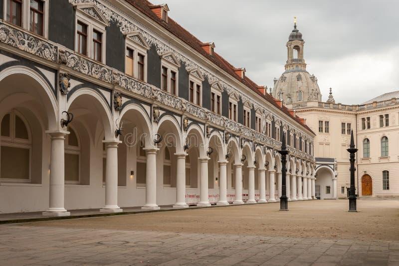 Alter Hof in der Mitte von Dresden lizenzfreie stockfotos