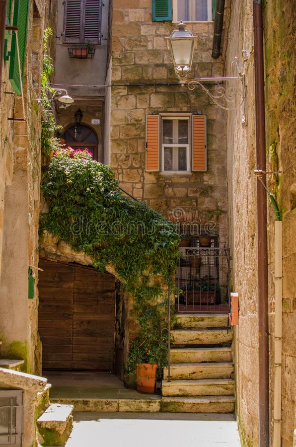 Alter Hof in Pitigliano, Italien stockfotos