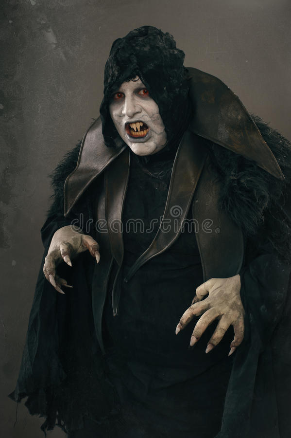Alter Horrormutantvampir mit großen furchtsamen Nägeln Mittelalterliches f stockfotos