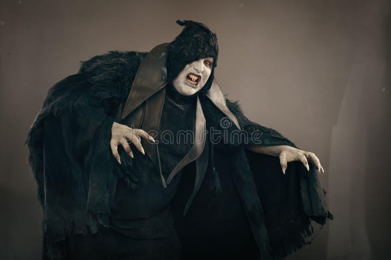 Alter Horrormutantvampir mit großen furchtsamen Nägeln Mittelalterliches f stockbild