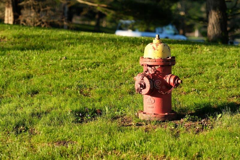 Alter Hydrant des roten Feuers lizenzfreie stockfotografie