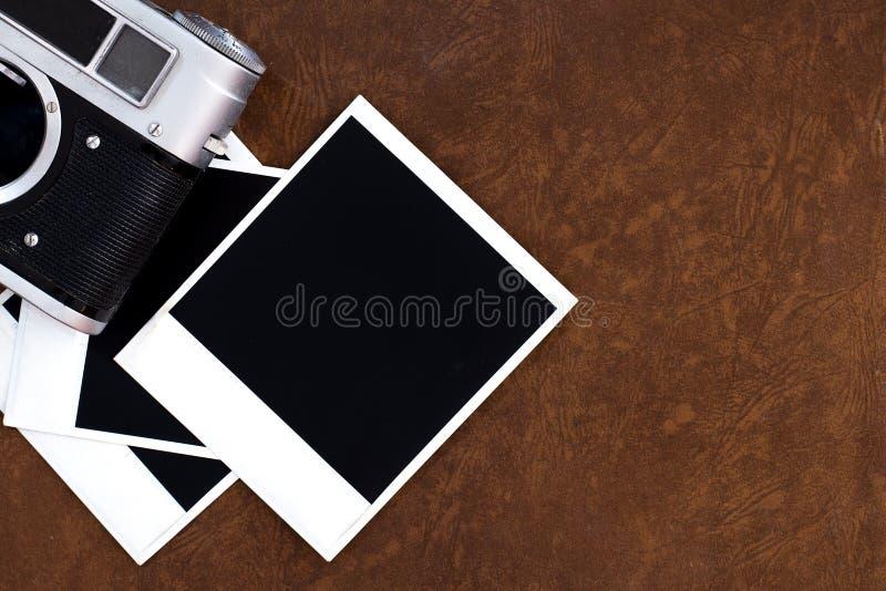 alter Kamerafilm und Weinlesekamera stockfoto