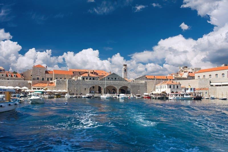 Download Alter Kanal in Dubrovnik stockbild. Bild von boot, fort - 17168299