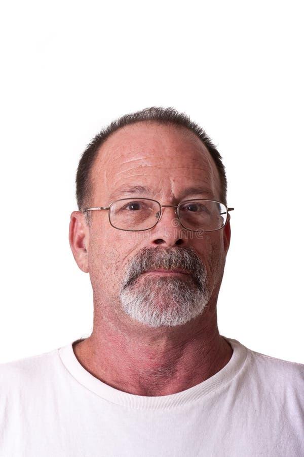 Alter Kerl mit grauem Bart und Gläsern stockfoto