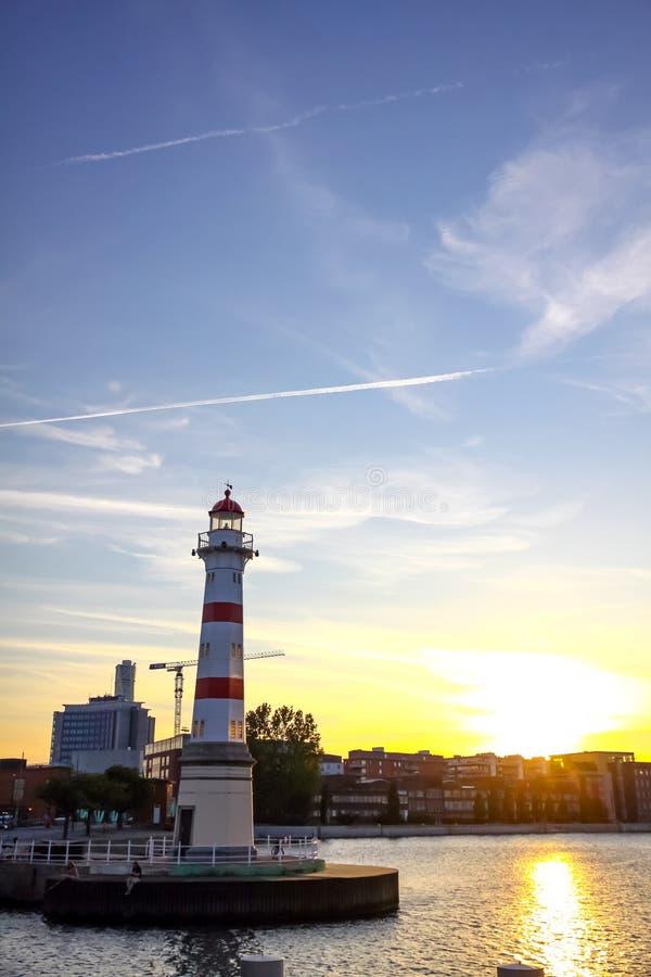 Alter Leuchtturm in Oresund-Straße, Malmö Stadthafen, Schweden lizenzfreie stockfotos