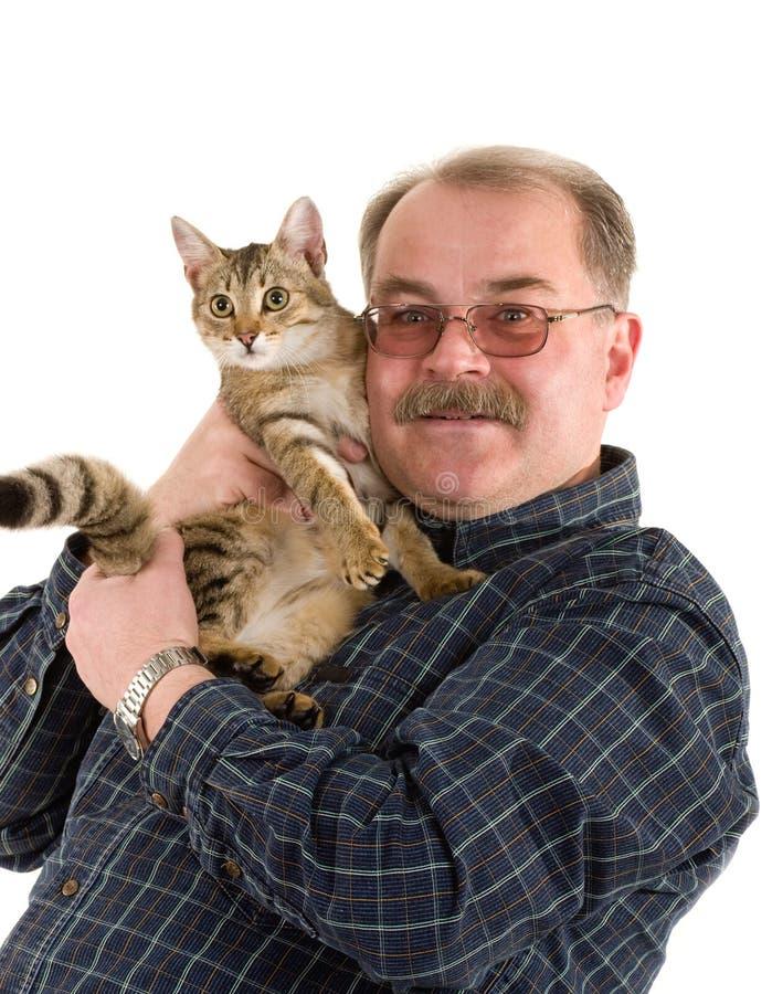 Alter Mann mit Katze stockbild. Bild von mann, garten