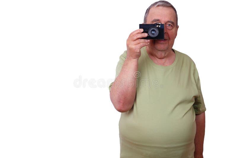Alter Mann stellte den Mann zufrieden, der Foto mit Retro- Filmkamera, ISO macht stockfotos