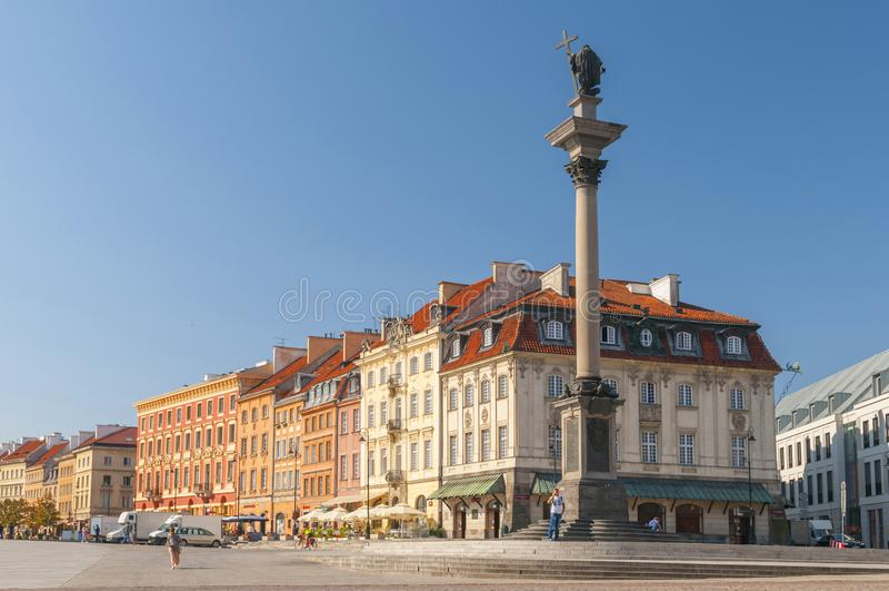 Alter Marktplatz auf Warschau mit König Sigismund III Vasamonument, Polen lizenzfreies stockbild