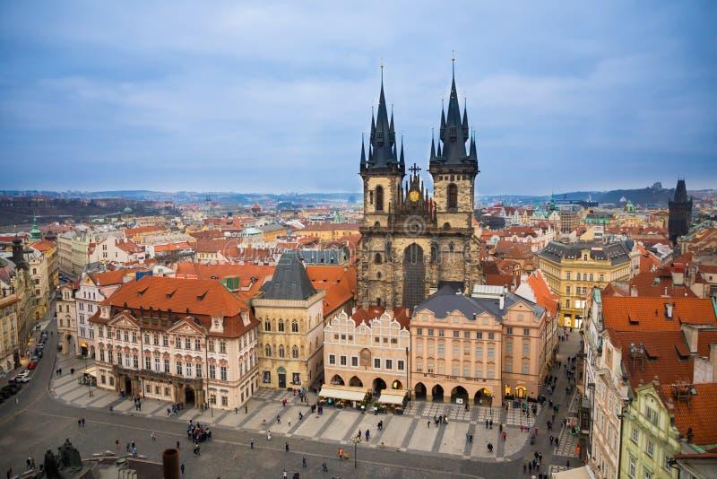 Alter Marktplatz und Kirche unserer Dame vor Tyn in Prag in der Abendzeit stockfoto