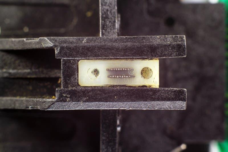 Alter Matrixdruckerschreibkopf - Nahaufnahmeansicht von 24 Stiften stockbild