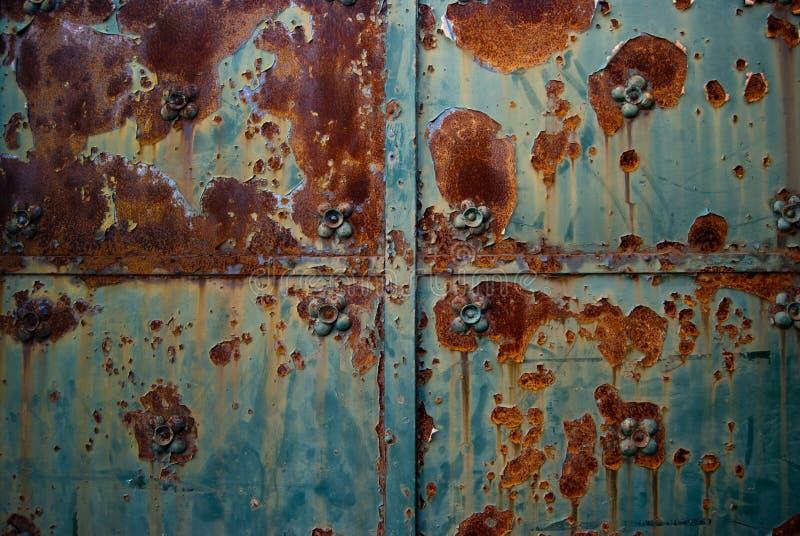 Alter Metalltür-Detailabschluß oben Grunge rostige Metallbeschaffenheit stockfotografie
