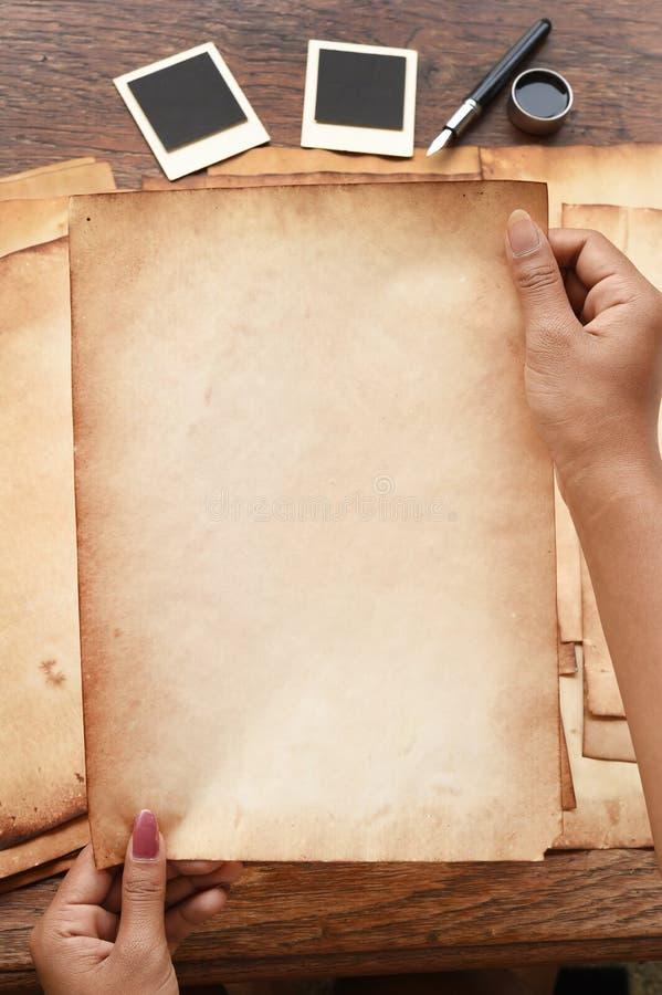Alter Papier- und Stift-, Tinten- und Fotorahmen stockbild