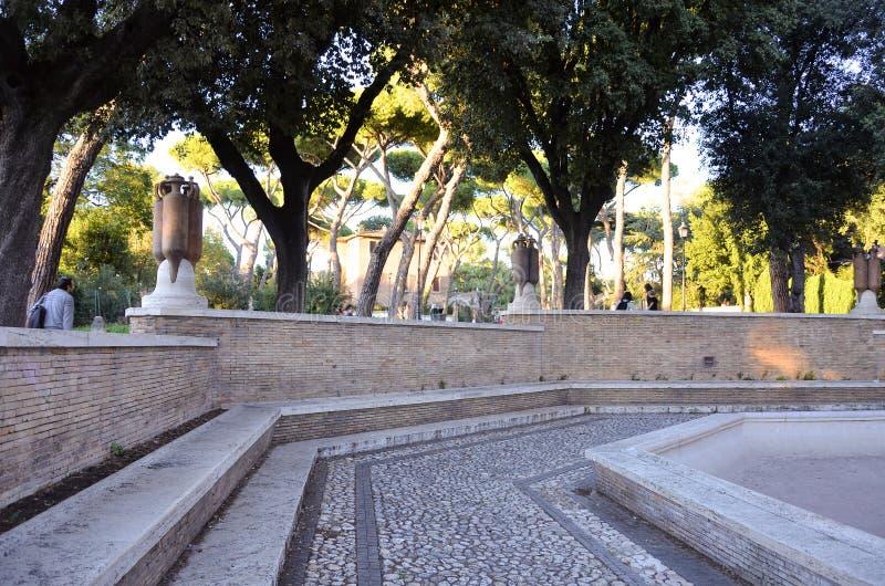 Alter römischer Brunnen lizenzfreie stockfotografie