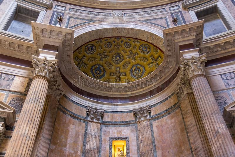 Alter römischer Pantheontempel, Innenraum - Rom lizenzfreie stockbilder