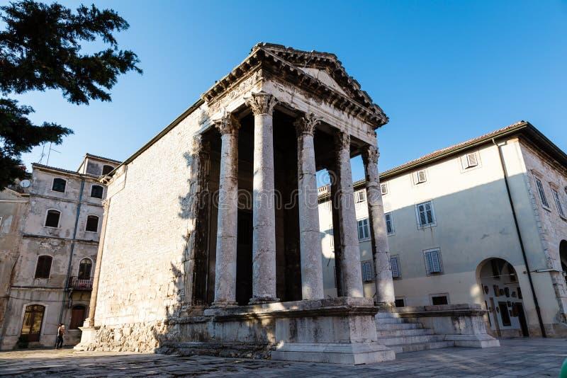 Alter römischer Tempel von Augustus in den Pula stockfotos