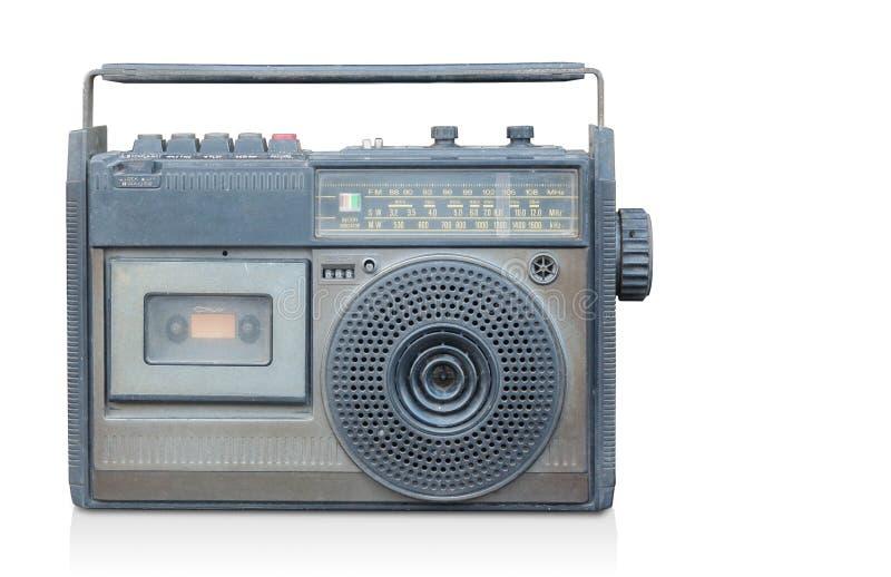 Alter Radio der Vorderansicht auf weißem Hintergrund, Kopienraum stockfoto