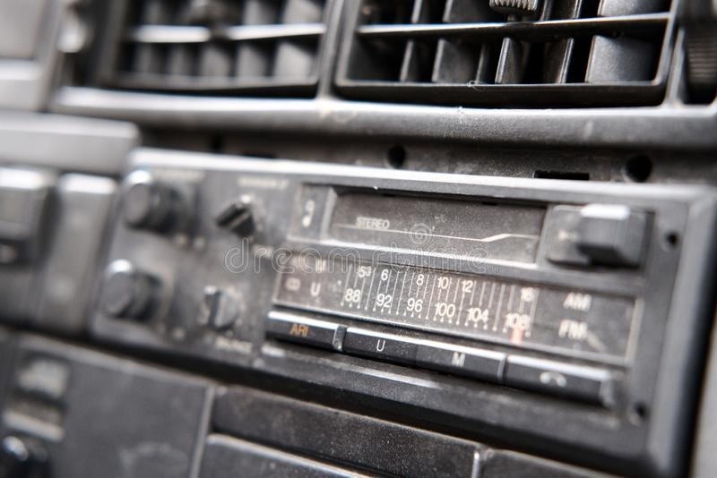 Alter Radio mit Kassettendeck lizenzfreie stockbilder