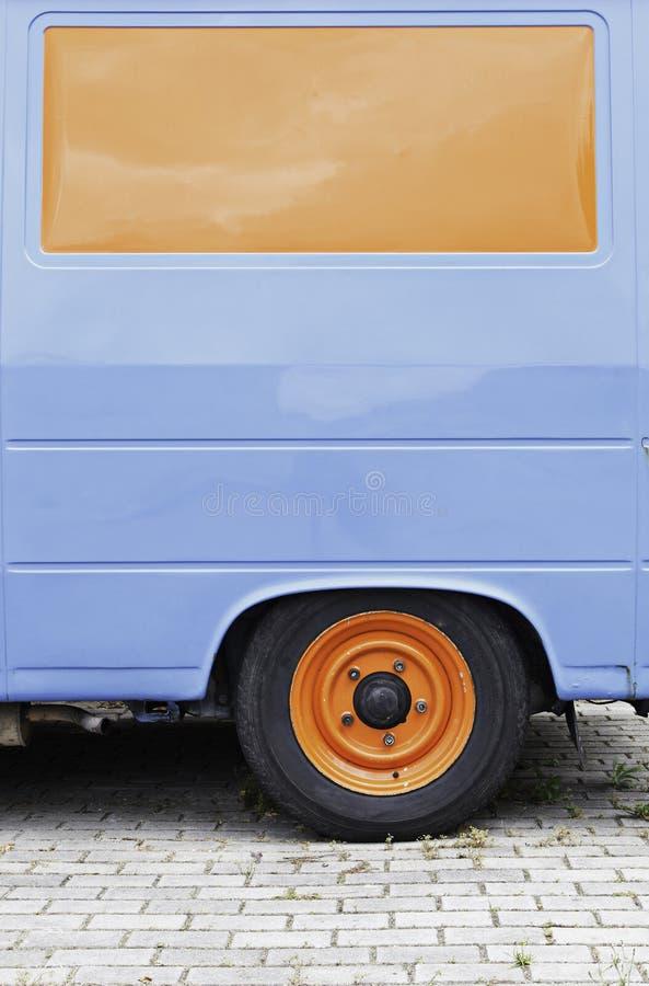 Download Alter Radpackwagen stockbild. Bild von packwagen, blau - 26357749
