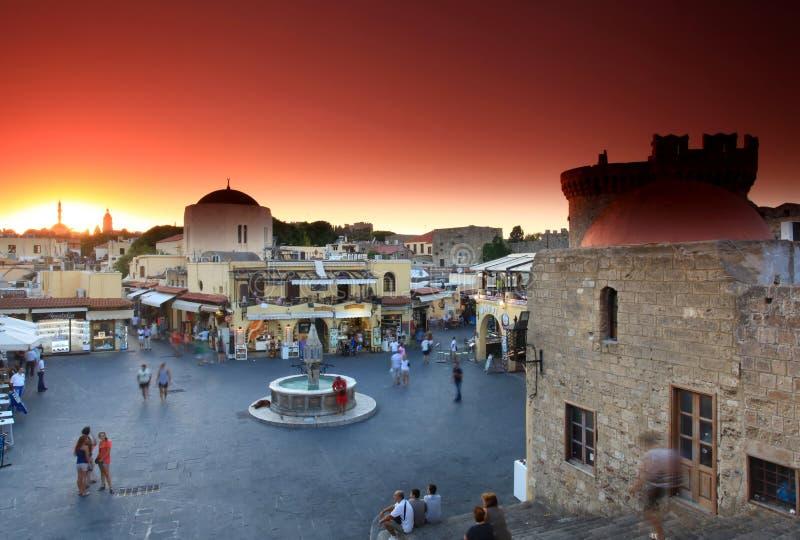 Alter Rhodos-Stadtsonnenuntergang lizenzfreie stockbilder