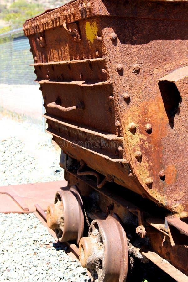 Alter rostiger Bergwerkwarenkorb lizenzfreies stockfoto