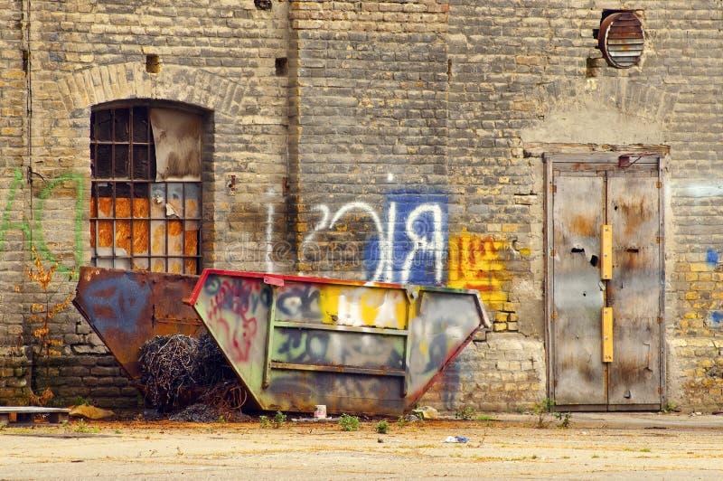 Alter schädigender Behälter stockfotografie