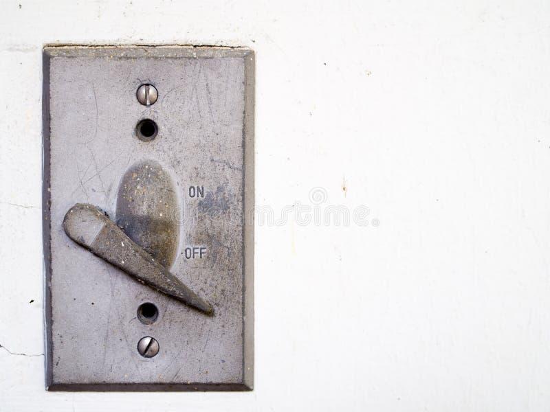 Alter Schalter auf der Wand stockbilder
