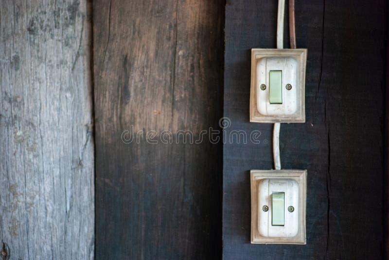 Alter Schalter auf der Wand stockfotografie