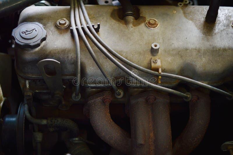Alter schmutziger Automotor stockfoto